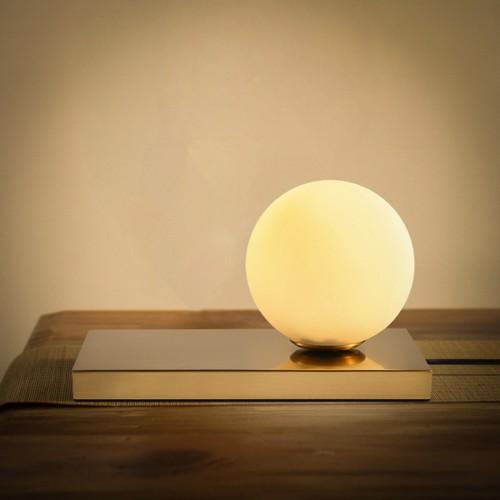 Дизайнерская настольная лампа ДЛ-078
