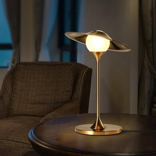 Дизайнерская настольная лампа ДЛ-080