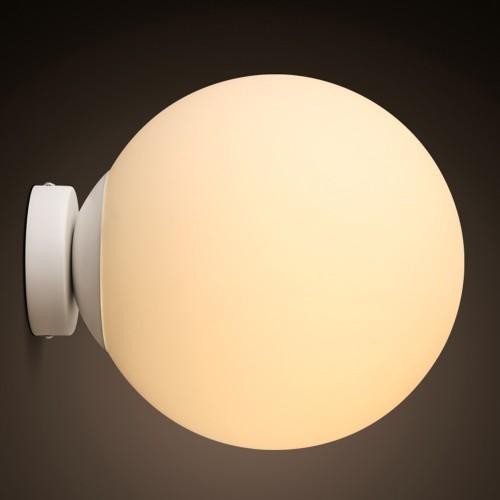 Дизайнерский бра Mid White Ball